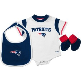 Reebok new england patriots newborn creeper, bib & bootie set