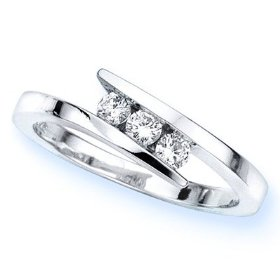 14k white gold 3 stone channel set round diamond engagement ring (1/4 cttw, h-i, si) - size 5